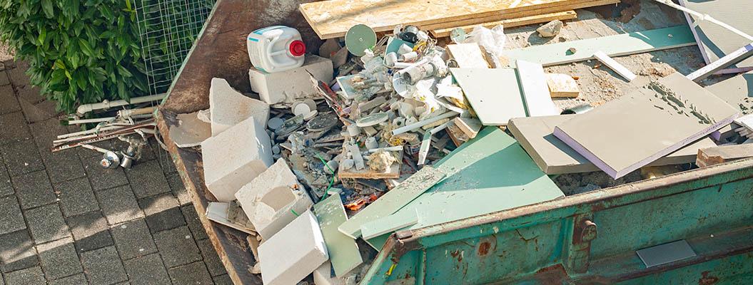 Abrissarbeiten gesammelt in container stuttgart