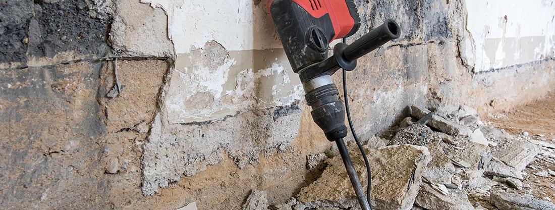Entkernung Raststatt mit Bohrer auf Baustelle